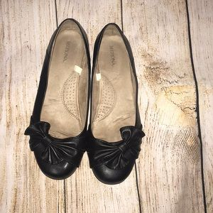 Black flats with coushined bottoms